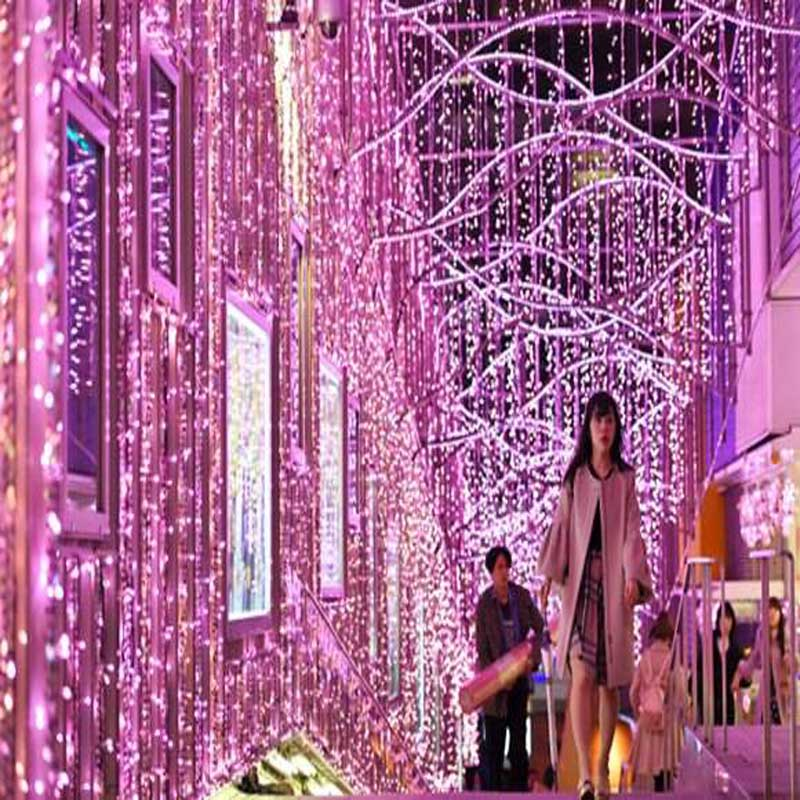 Tokyo Shinjuku Cherry Festival Laterne besteht aus 300.000 LED-Leuchten