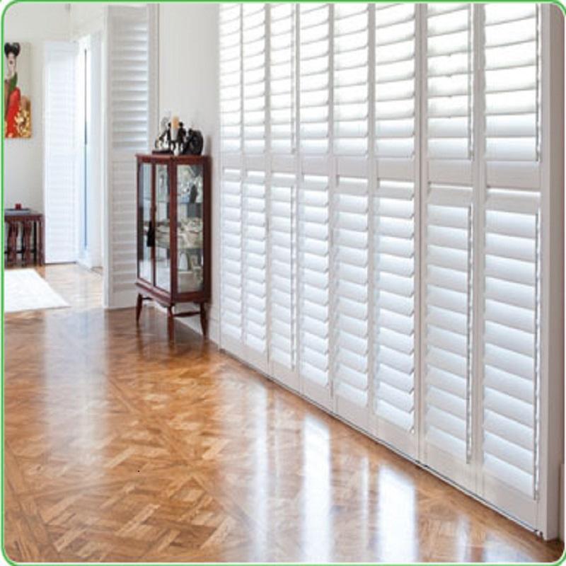 schöne Fenster und Fensterläden machen Ihr Haus schön